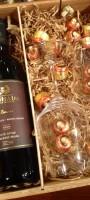 מארז מהודר: בקבוק יין יוקרתי + 2 כוסות קריסטל ושוקולד